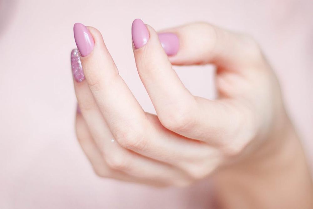 Få vackra och starka naglar